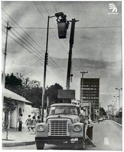 1977 grúa Canasta en Neiva La historia de la producción eléctrica del Huila es más que centenaria, pero su madurez se inició hace 75 años, gracias al interés regional y nacional que nos ha ubicado en uno de los primeros puestos en producción y distribución.